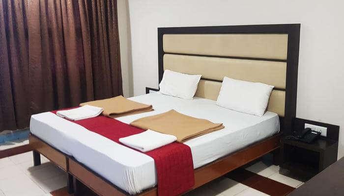 Ratna's Holiday Inn