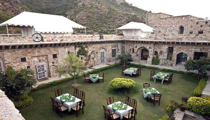 The Dhadhikar Fort Hotel