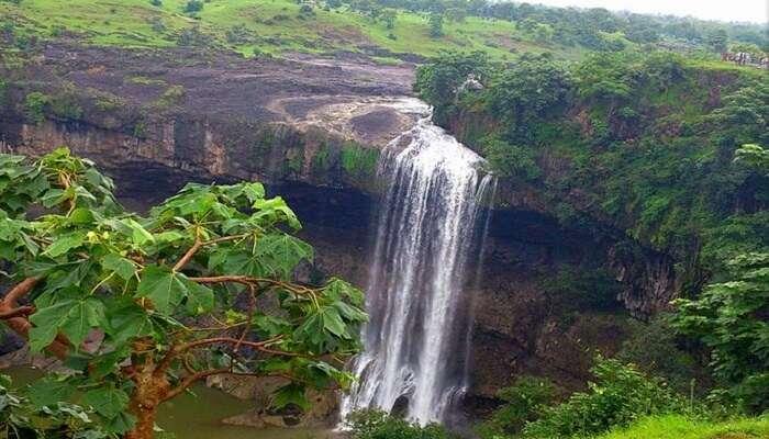 picturesque beauty of Tincha falls